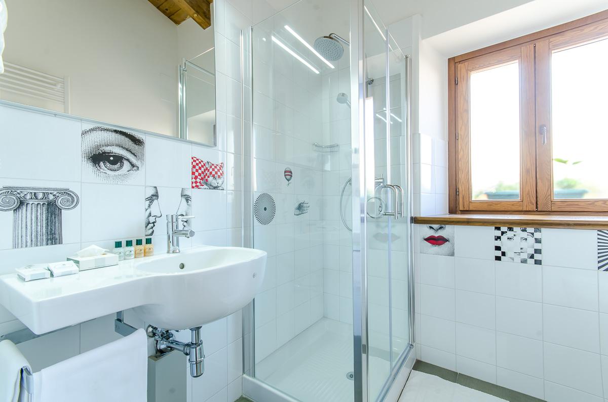 Santacroce guesthouse sulmona aq italy camera 5 - Bagno piccolissimo in camera ...
